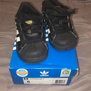 Adidas black shelltops 6c